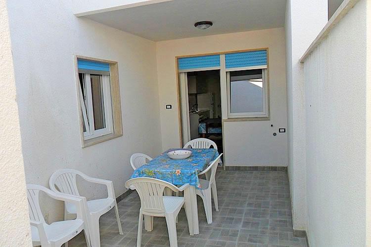 PESCOLUSE, Appartamento al piano seminterrato a 100 m ...